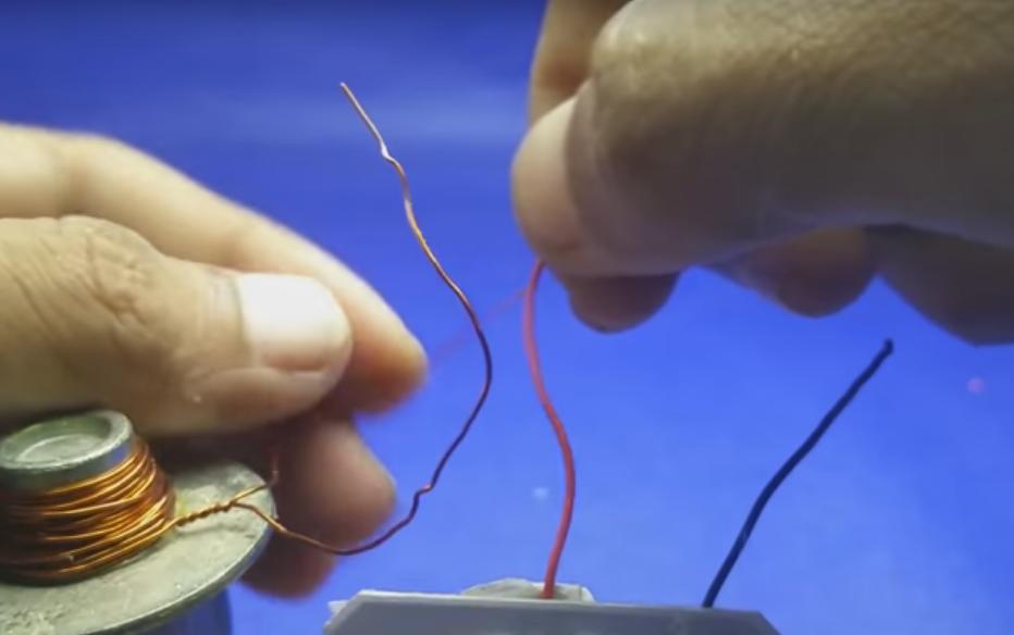 Как сделать вечный фонарик из магнита и проволоки? Подробная инструкция: